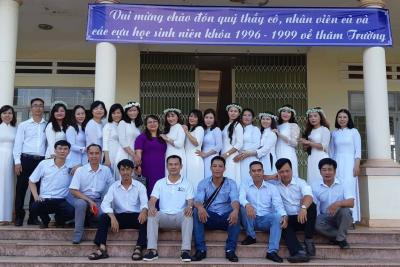 Ngày trở về – Kỷ niệm 20 năm ra trường của cựu học sinh niên khóa 1996-1999